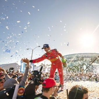Mumm Events - THE FORMULA E LONG BEACH E-PRIX WITH THE NEW MUMM CHAMPAGNE BOTTLE
