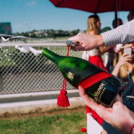 HOW TO SABRE A BOTTLE OF CHAMPAGNE?